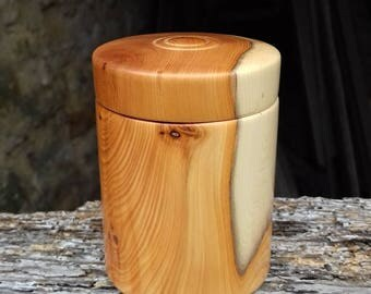 Trinket box in yew.