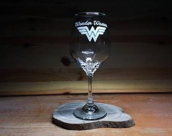 Hand Etched Wonder Woman Wine Glass, Wonder Woman Super Hero, Wonder Woman wine glass, Wonder Woman, Hand Engraved Wonder woman Wine Glasses
