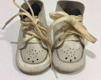 Boy's or Girls 50's Vintage White Leather Baby Shoes - Vintage Baby Shoes - Vintage Leather Shoes - Vintage Boys Shoes - Vintage Girls Shoes
