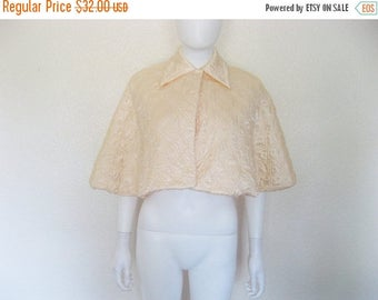 ON SALE Vintage Peach Quilted Capelet / Cape