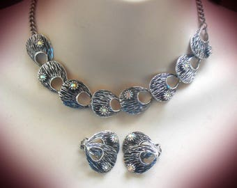 Amazing Jewellery Art, 1950's vintage abstract metal link necklace and Earring Demi Parure set, textured blackened silver tone AB rhinestone