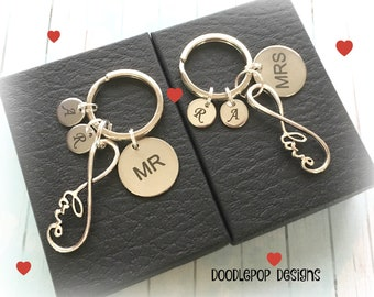 Mr and Mrs keychains - Personalised wedding gift - Gift for couple - Infinity keyrings - Mr and Mrs gift - Couple gift - Valentine's gift