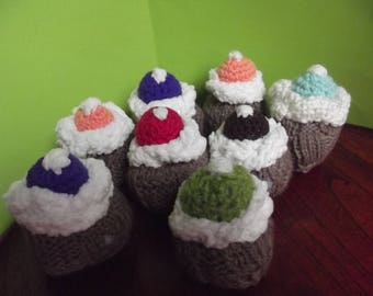 3 cakes with cream wool h 8 cm x 6cm sold 3 X