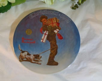 Norman Rockwell Christmas' 1981 Wrapped Up in Christmas Display Plate Wedding House Warming Gift