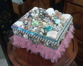 Jeweled treasure trinket box