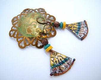 Boucles d'oreilles ethniques - cuivre - émail - jaune - turquoise - blanc - beige - noir - bijou artisanal - pièce unique - howlite -