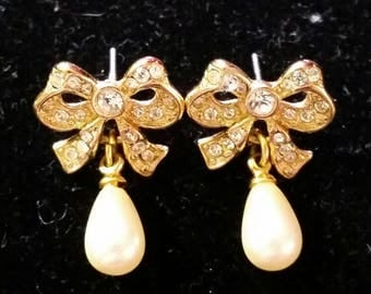 Rhinestone Bow Earrings with pearl drops - vintage gold tone