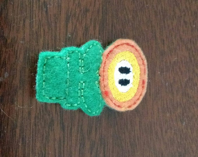 Felt Embroidered Pin - Mario - Fire Flower
