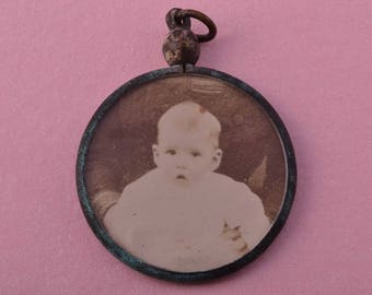 Victorian Locket With A Wonderful Patina (2093)