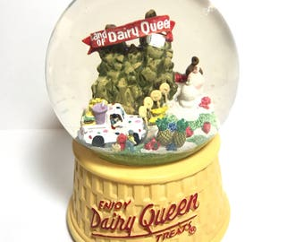 Rare Vintage Dairy Queen Snow Globe Plays Looney Tunes Melody