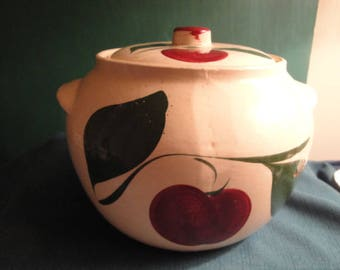 Vintage Watt Pottery # 76 2 1/2 Quart Bean Pot/Cookie Jar Has The Two Leaf Decorations.