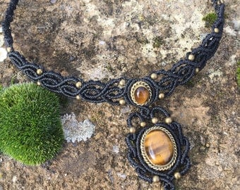 Macrame necklace tiger eye with a bronze setting - color black
