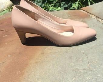 1990s Salvatore Ferragamo Blush Pink Leather Heels Size 41/2/ 5