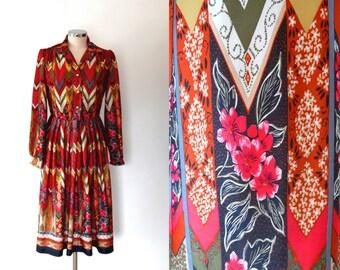 Chevron print vintage dress / rust red / floral / buttoN / vintage / boho / 1970s / summer / midi length / long sleeve / shirt dress