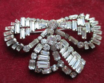 Rhinestone bow pin/brooch