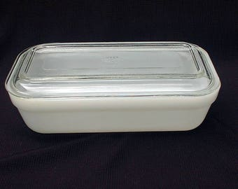 """Fire King Glass Refrigerator Dish & Lid 8"""" by 4"""" White"""