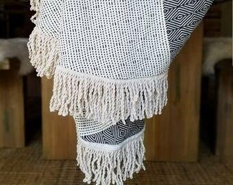 ROUND BOHO BLANKET with Fringe, Black and White Round Turkish Towel, Boho Roundie, Round Throw, Round Beach Towel, Round Festival Blanket