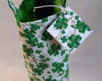 St. Patrick's Day wine bottle tote, Irish clover bag, gift for hostess, St Paddy's Day beverage bag