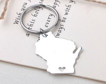 I heart Wisconsin keychain - Wisconsin keyring - Map Jewelry - State Charm - Map keychain