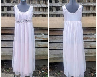 Vintage 1950s pale pink full length empire waist 100% nylon negligee night gown with lace detail