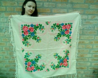 White Vintage woolen shawl in folk \ boho style.Ukranian shawl . Russian shawl Boho accessories Flowers Pink roses print