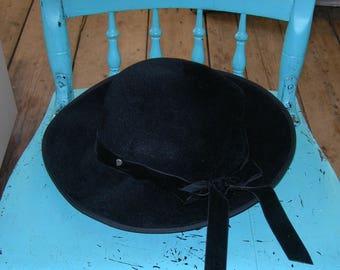 Classically Chic Helen KAMINSKI Ladie's Hat - Made in Australia