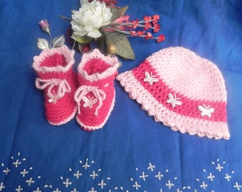 Boots and hat for children made by hand