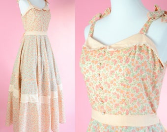 Vintage Floral Gown  // Peach, Pink Flowers, Cottage Chic, Floor Length, Long Dress, Women Size Small