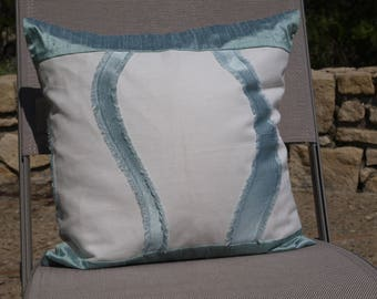 linen embroidered, Removable cushion