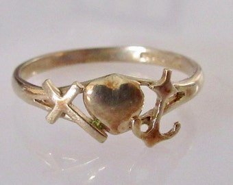 9ct Gold Faith Hope and Charity Ring
