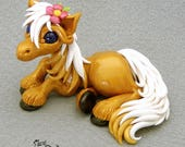 Golden Horse - Estrella serie - polymer clay figurine Premo gold white mane pony horsie animal hooved laying kitsune sculpture calicogriffin