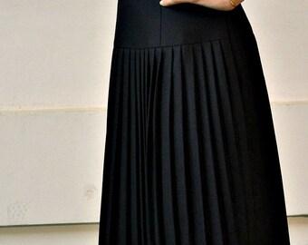 Black Pleated wool skirt // Knee length skirt  // Hips pleated skirt