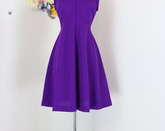 1960s - 70s Dress - Fit And Flare Midi Dress - Solid Purple - Knee Length - Sleeveless - V-neck - Vintage - Union Label - Size Medium