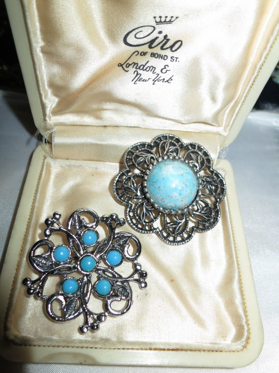 2 Beautiful Vintage silvertone fx turquoise brooches