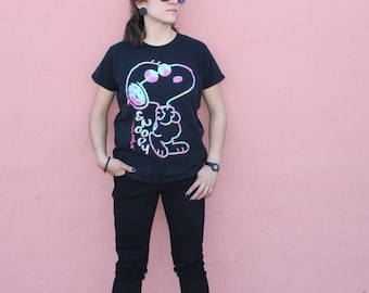 100% cotton Cedar Point Snoopy in sunglasses neon colors on black Tshirt size M