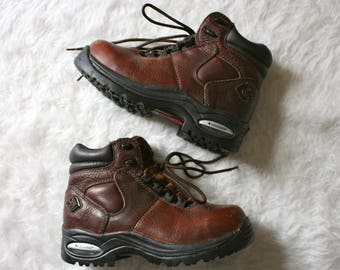Converse Hiking Boots / Vintage Leather Hiking Boots / Vintage Brown Hikers / Converse Boots / Size 7 Hiking Boots / 90's Hiking Boots