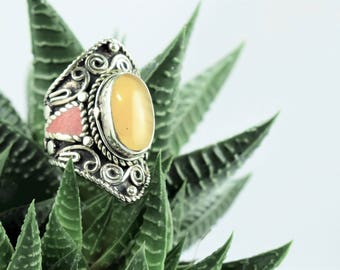 Ethnic Tibetan ring Diamond Center resin tribal ethnic style boho vintage