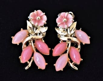 """Vintage Pink Flower Floral Earrings Clip On Delicate Retro Mid Century Mod Costume Estate Jewelry 1.25"""""""