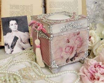 Handmade box for needlework, Romantic decoupage box with roses, Needle  box,  shabby chic decor, jewellery box, decoupage box, vintage box