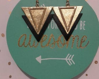 NEW! Earrings metal and gold leather triangles / black