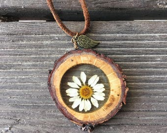 Daisy Pendant, Terrarium Necklace, Hippie Necklace, Botanical Necklace, Wood Necklace, Resin Jewelry, Gift Idea