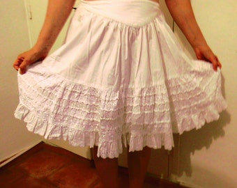 White skirt with lace / vintage 80s
