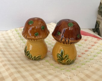 Vintage Ceramics - Mushy Salt and Pepper Shakers - Too Cute - Ready to Give Gift - Free Shipping