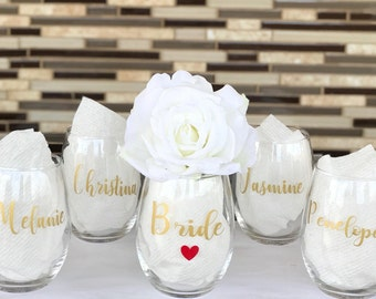 Gold bridesmaid wine glasses/bridesmaid glasses/bridesmaid gifts/bridesmaid proposal gifts/bridal party gifts