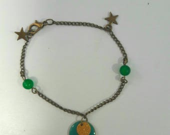 Green and gold bracelet with star