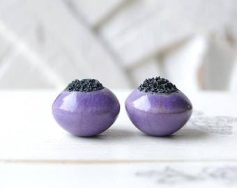 Perle Raku round, raku pottery, purple lilac