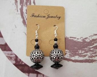 Earrings hook and silver metal bead, black glass bead