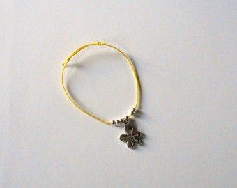 Yellow stretch kids bracelet, beads and flower