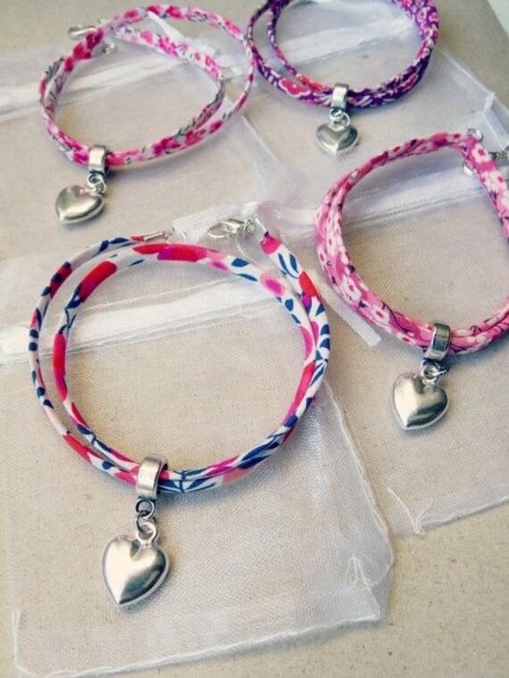 Lot 4 bracelets en tissu liberty avec c ur pour invit s - Tissu pour bracelet liberty ...
