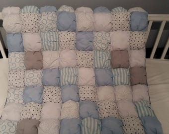 puff baby crib bedding baby pillow and blanket.